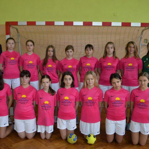 grupa dziewcząt