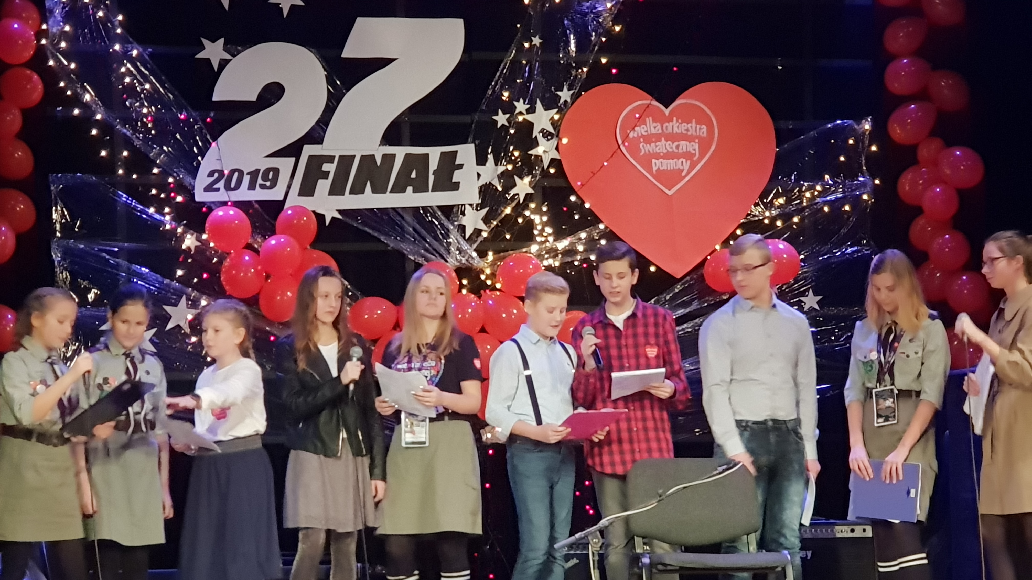 FOTORELACJA – 27 finał WOŚP w Koźminie Wlkp. – występ uczniów SP 1