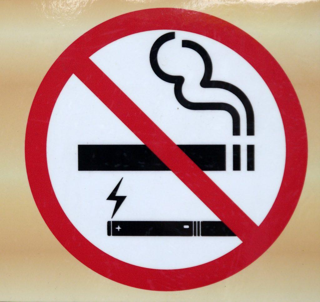 """""""Informacja na temat zagrożeń dotyczących e-papierosów."""""""