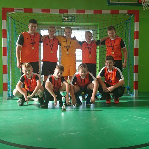 Halowa piłka nożna , złoty medal klas 7-8