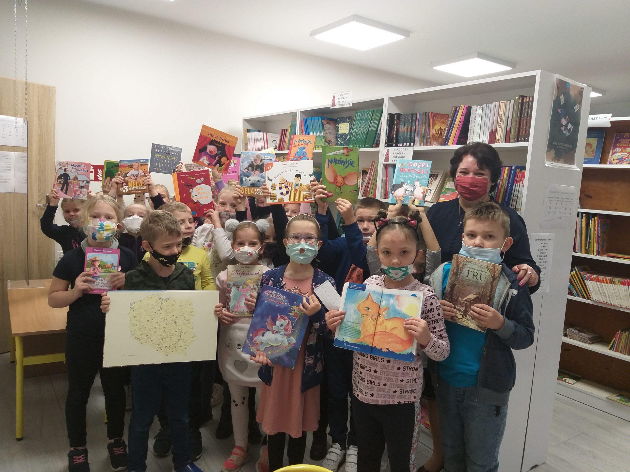 Wizyta Pierwszaków w bibliotece szkolnej